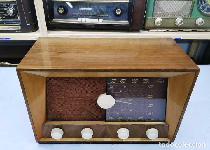 Radios de válvulas: ANTIGUA RADIO. FUNCIONANDO. 125 V. SE PUEDE RECOGER EN EL ANTIGUO MUSEO DE LA RADIO. BURGOS. - Foto 8 - 285116393