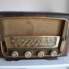 Radios de válvulas: ANTIGUA RADIO MADERA VALVULAS DESCONOCEMOS MARCA PARA PIEZAS O RESTAURAR. Lote 286592988