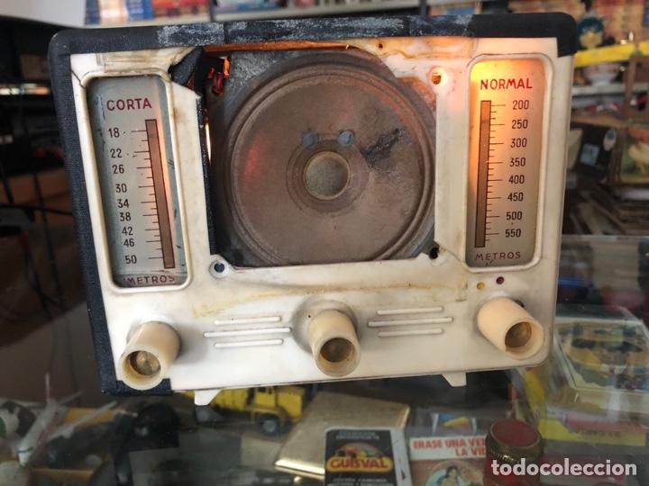 ANTIGUO RADIO L FREIXA TIPO PERIQUITO DE VALVULAS FUNCIONA EL ESTADO TAL CUAL SE VE EN LAS FOTOS (Radios, Gramófonos, Grabadoras y Otros - Radios de Válvulas)