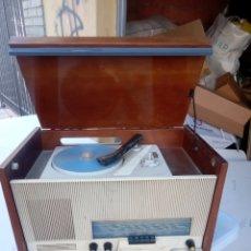 Radios de válvulas: ANTIGUA RADIO TOCADISCOS DE VÁLVULAS. Lote 288565523