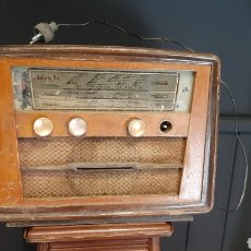 Radios de válvulas: ANTIGUA RADIO INVICTA KADIO MODELO 5308 NUMERO 006603. Lote 293778033