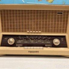 Radios de válvulas: RADIO RECEPTOR PHILIPS ANTENA ORIENTABLE. Lote 294009783