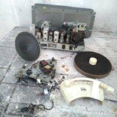 Radios de válvulas: ANTIGUO CHASIS DE RADIO GIRADISCOS PHILIPS A PIEZAS PARA RESTAURAR ( LEER DESCRIPCION ). Lote 297112733