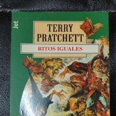 Relatos y Cuentos: RITOS IGUALES TERRRY PRATCHETT. Lote 150130406