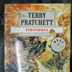 Relatos y Cuentos: PIROMIDES TERRRY PRATCHETT. Lote 150135374
