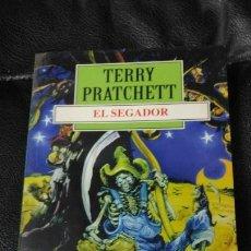 Relatos y Cuentos: EL SEGADOR TERRRY PRATCHETT. Lote 150139138