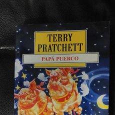 Relatos y Cuentos: PAPA PUERCO TERRRY PRATCHETT. Lote 150140546