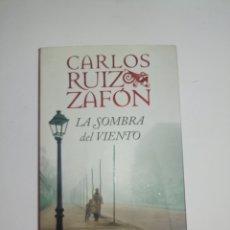 Relatos y Cuentos: CARLOS RUIZ ZAFÓN LA SOMBRA DEL VIENTO. Lote 179152266