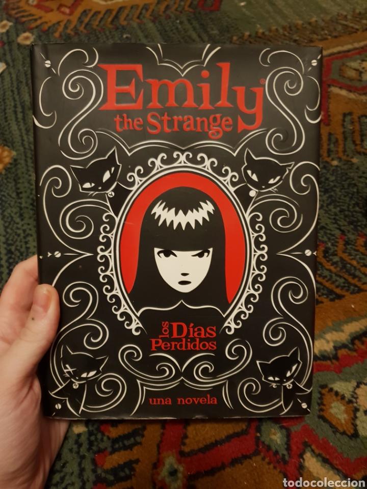 EMILY THE STRANGE - LOS DÍAS PERDIDOS / ROB REGER Y JESSICA GRUNER (Libros Nuevos - Literatura - Relatos y Cuentos)