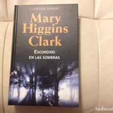 Relatos y Cuentos: ESCONDIDO EN LAS SOMBRAS. DE MARY HIGGINS CLARK. Lote 206397328