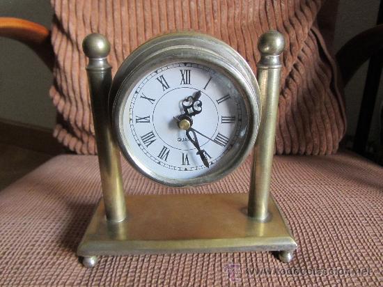 RELOJ DE SOBREMESA A PILAS CAJA Y ARMADURA DE METAL, 17X16 CMS (Relojes - Relojes Automáticos)