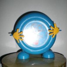 Relojes automáticos: GRACIOSO RELOJ DE MESA A PILAS EN PASTA AÑOS 80 FUNCIONA Y EN BUEN ESTADO . Lote 41111434