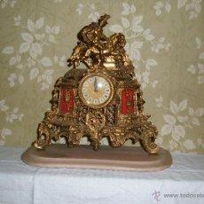 Relojes automáticos - Reloj de sobre Mesa en metal y peana de marmol Jinete ( Maquinaria a Pilas ) - 53108711