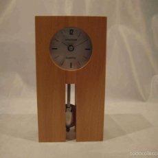 Relojes automáticos: RELOJ SOBREMESA TACO MADERA. Lote 56549936