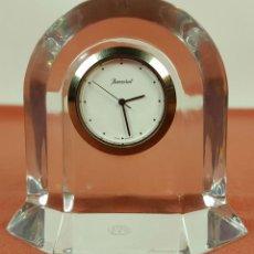 Relojes automáticos: RE383. RELOJ MARCA BACCARAT. BASE EN CRISTAL DE BACCARAT. FRANCE. SIGLO XX. . Lote 58149534