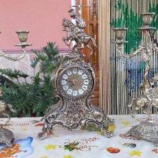 Relojes automáticos: ANTIGUO JUEGO DE RELOJ Y DOS CANDELABROS DE BRONCE,. Lote 59716263