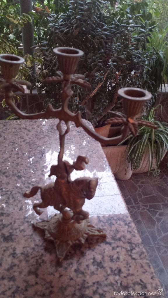 Relojes automáticos: antiguo reloj de bronce y dos candelabros - Foto 2 - 59936187