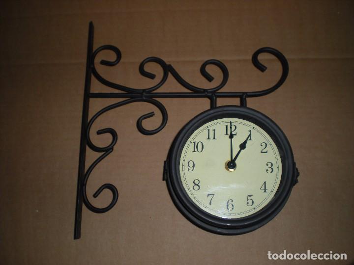 RELOJ DE ANCLAR A PARED, DOS CARAS, FUNCIONA A PILAS (Relojes - Relojes Automáticos)