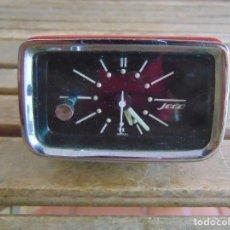 Relojes automáticos: RELOJ DE SOBREMESA MARCA JECO COLOR ROJO FABRICADO EN JAPON - FUNCIONA CON VELCRO COLOCAR EN COCHE. Lote 80882123