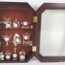 Relojes automáticos: COLECCIÓN DE 12 RELOJES EN MINIATURA. CRISTAL. TALLADO. METAL DORADO. SIGLO XX. . Lote 92879280