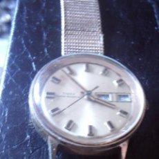 Relojes automáticos: RELOJ AUTOMATICO TIMEX, CALENDARIO Y SEMANARIO A LAS TRES, CORREA DE MALLA DORADA, FUNCIONA.. Lote 95907743