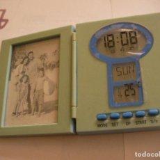 Relojes automáticos: ANTIGUO RELOJ VINTAGE PORTARETRATO, HORA Y TEMPERATURA - NO PROBADO. Lote 95967763