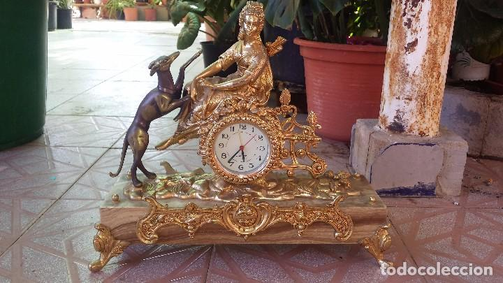 PRECIOSO RELOJ DE BRONCE Y PIE DE MARMOL (Relojes - Relojes Automáticos)