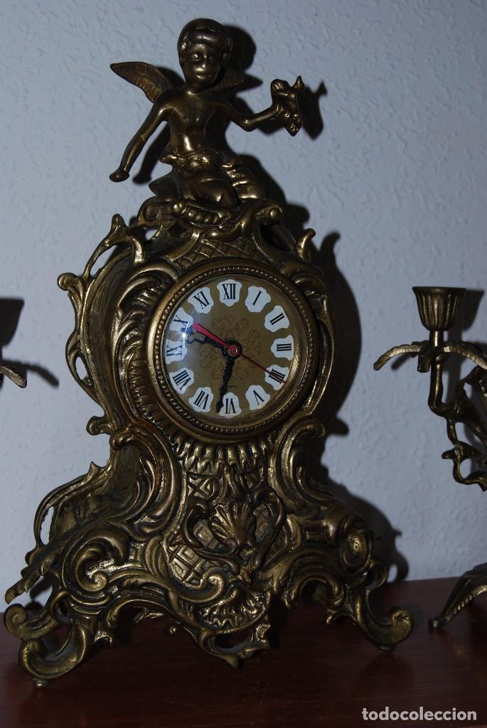 Relojes automáticos: RELOJ CON PAREJA DE CANDELABROS - BRONCE - AÑOS 60 - Foto 3 - 100768147