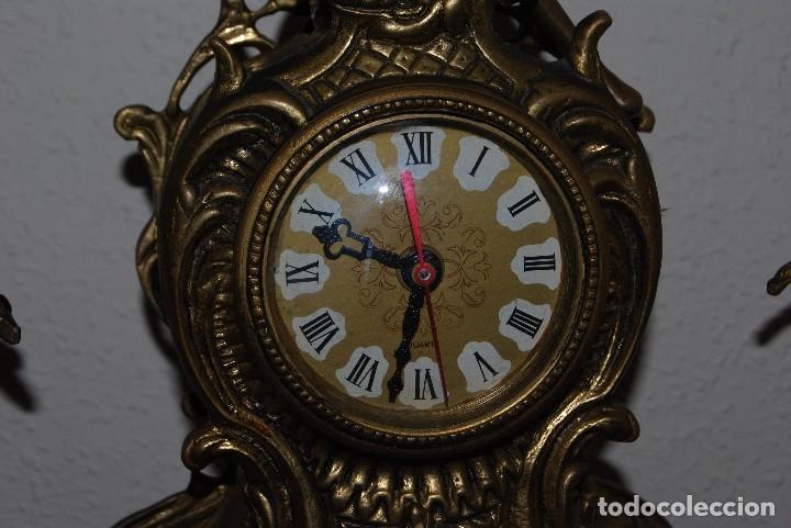 Relojes automáticos: RELOJ CON PAREJA DE CANDELABROS - BRONCE - AÑOS 60 - Foto 6 - 100768147