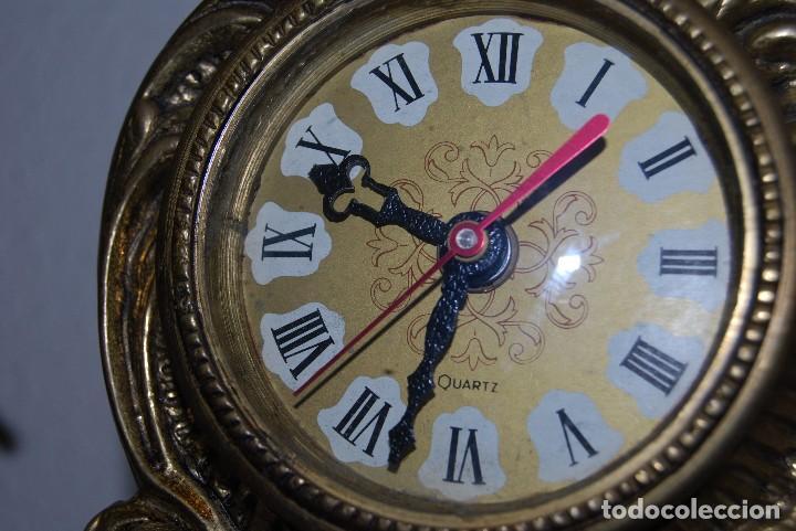 Relojes automáticos: RELOJ CON PAREJA DE CANDELABROS - BRONCE - AÑOS 60 - Foto 7 - 100768147