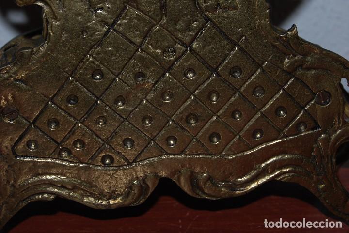 Relojes automáticos: RELOJ CON PAREJA DE CANDELABROS - BRONCE - AÑOS 60 - Foto 13 - 100768147