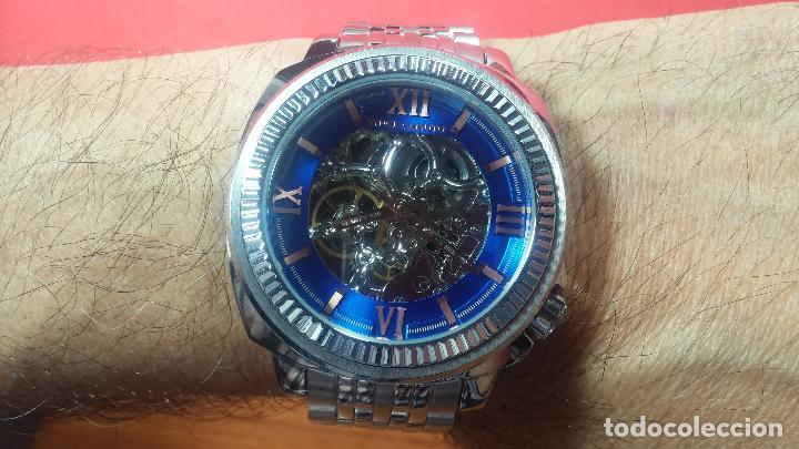 Relojes automáticos: Reloj automático VINCE CAMUTO Skeleton de caballero, preciosa esfera azul marino, de reestreno. - Foto 38 - 108882983