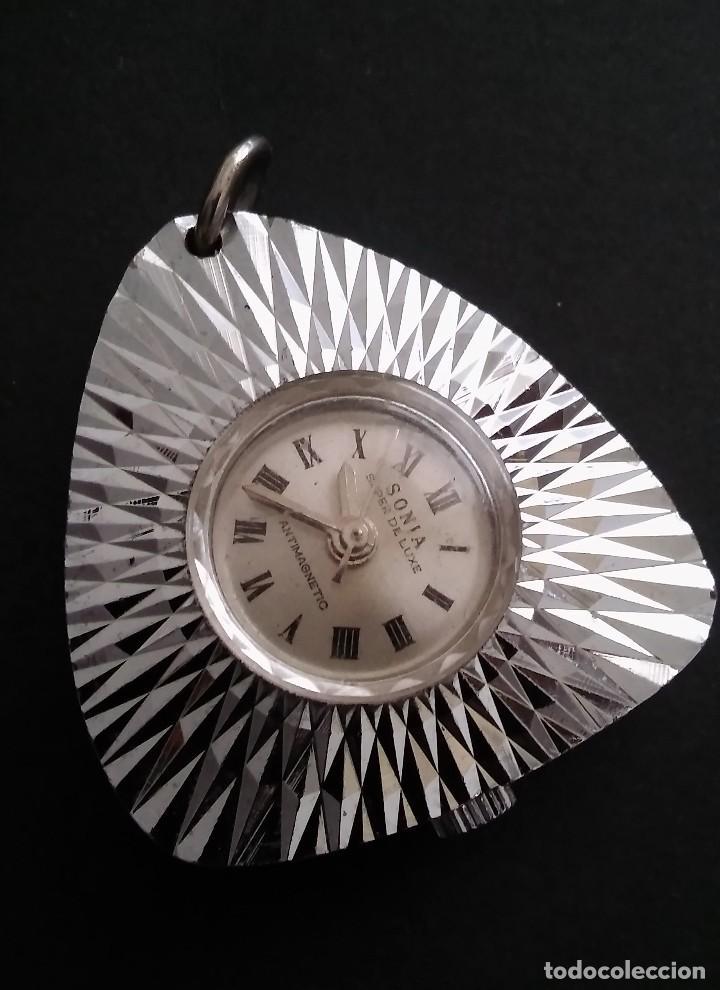 Relojes automáticos: Antiguo y raro reloj colgante marca sonia súper de luxe antimagnetico (funciona) 70s, retro vintage - Foto 2 - 109803795