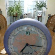 Relojes automáticos: RELOJ BENETTON &BULOVA,DE CONCESIONARIO ,25 CMS DIÁMETRO. Lote 116053283