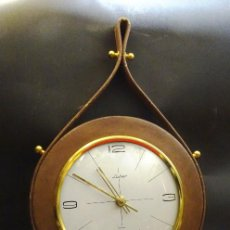 Relojes automáticos: RELOJ MECANICO DE CUERDA. FUNCIONA. AÑOS 1960. MARCA LUBER.. Lote 117880171