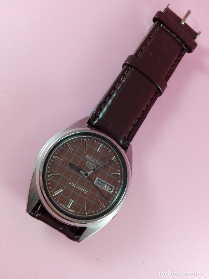 91-RELOJ-SEIKO 5-DISEÑO MARRÓN OSCURO-EXCELENTE ESTADO-FUNCIONANDO-VER FOTOS (Relojes - Relojes Automáticos)