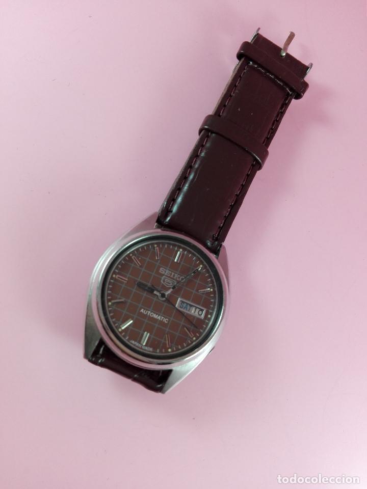 Relojes automáticos: 91-reloj-seiko 5-diseño marrón oscuro-excelente estado-funcionando-ver fotos - Foto 2 - 118407015