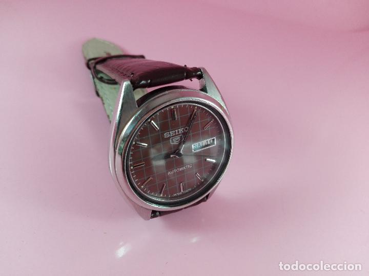 Relojes automáticos: 91-reloj-seiko 5-diseño marrón oscuro-excelente estado-funcionando-ver fotos - Foto 3 - 118407015