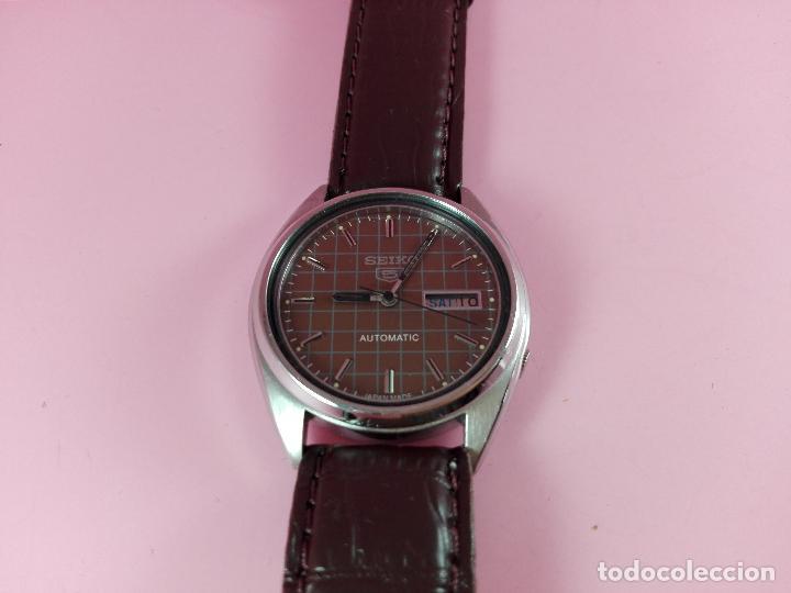 Relojes automáticos: 91-reloj-seiko 5-diseño marrón oscuro-excelente estado-funcionando-ver fotos - Foto 4 - 118407015
