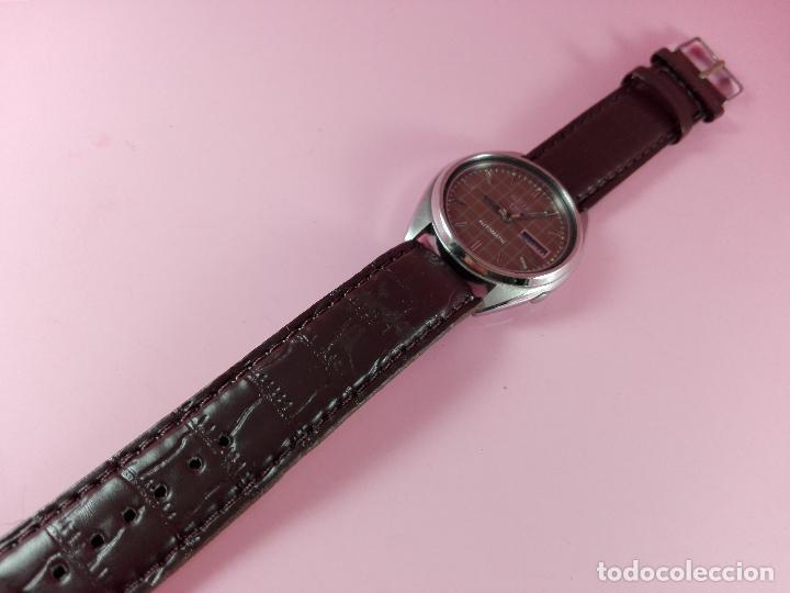 Relojes automáticos: 91-reloj-seiko 5-diseño marrón oscuro-excelente estado-funcionando-ver fotos - Foto 5 - 118407015