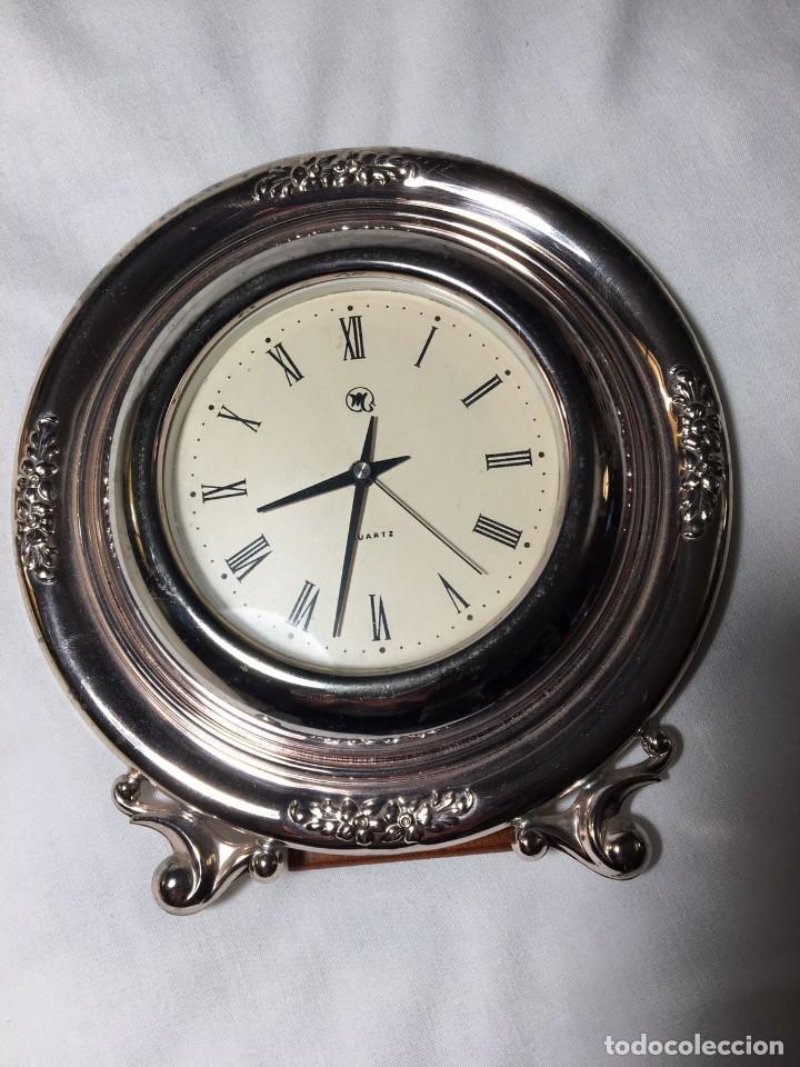 Relojes automáticos: RELOJ DE SOBREMESA DE PLATA DECORADA. PLATA 925. FUNCIONA PERFECTAMENTE. 15 CM DE DIÁMETRO. - Foto 2 - 120967167