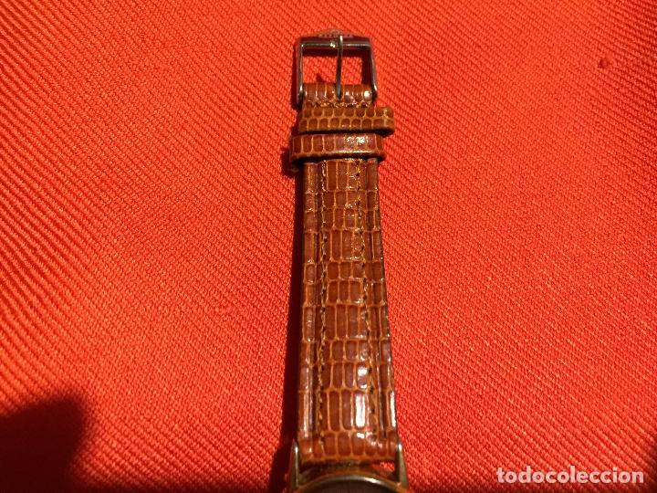 Relojes automáticos: Antiguo reloj de señora de pulsera a pilas de la marca Casio correa de cuero y baño oro años 90 - Foto 3 - 123527603