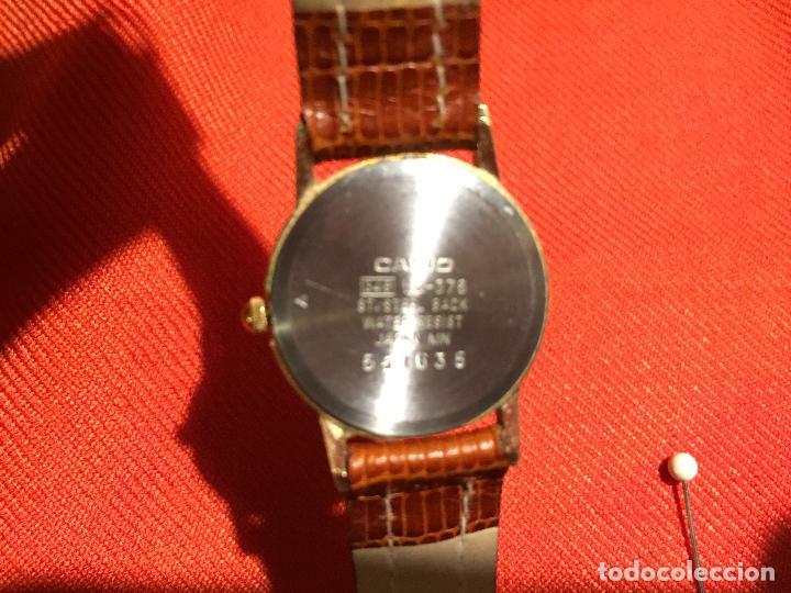 Relojes automáticos: Antiguo reloj de señora de pulsera a pilas de la marca Casio correa de cuero y baño oro años 90 - Foto 5 - 123527603