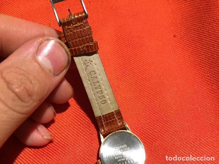 Relojes automáticos: Antiguo reloj de señora de pulsera a pilas de la marca Casio correa de cuero y baño oro años 90 - Foto 6 - 123527603