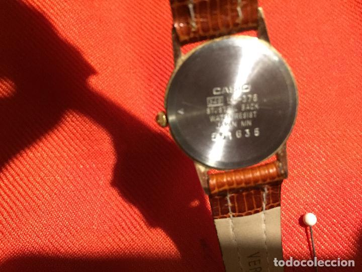 Relojes automáticos: Antiguo reloj de señora de pulsera a pilas de la marca Casio correa de cuero y baño oro años 90 - Foto 7 - 123527603
