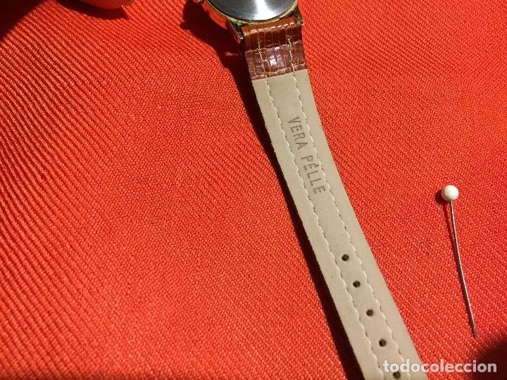 Relojes automáticos: Antiguo reloj de señora de pulsera a pilas de la marca Casio correa de cuero y baño oro años 90 - Foto 8 - 123527603