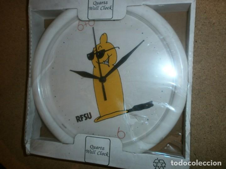 RELOJ DE PARED CONDONES SUECOS RFSU NUEVO DE 25 POR 25 (Relojes - Relojes Automáticos)