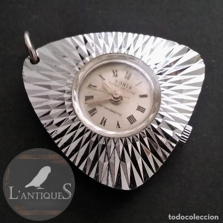 ANTIGUO Y RARO RELOJ COLGANTE MARCA SONIA SÚPER DE LUXE ANTIMAGNETICO (FUNCIONA) 70S, RETRO VINTAGE (Relojes - Relojes Automáticos)
