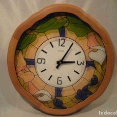 Relojes automáticos: RELOJ MADERA VIDRIERA KAISER. Lote 140740726