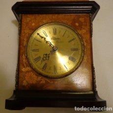 Relojes automáticos: RELOJ DE SOBREMESA ITALIANO DE MARQUETERÍA. Lote 146127082
